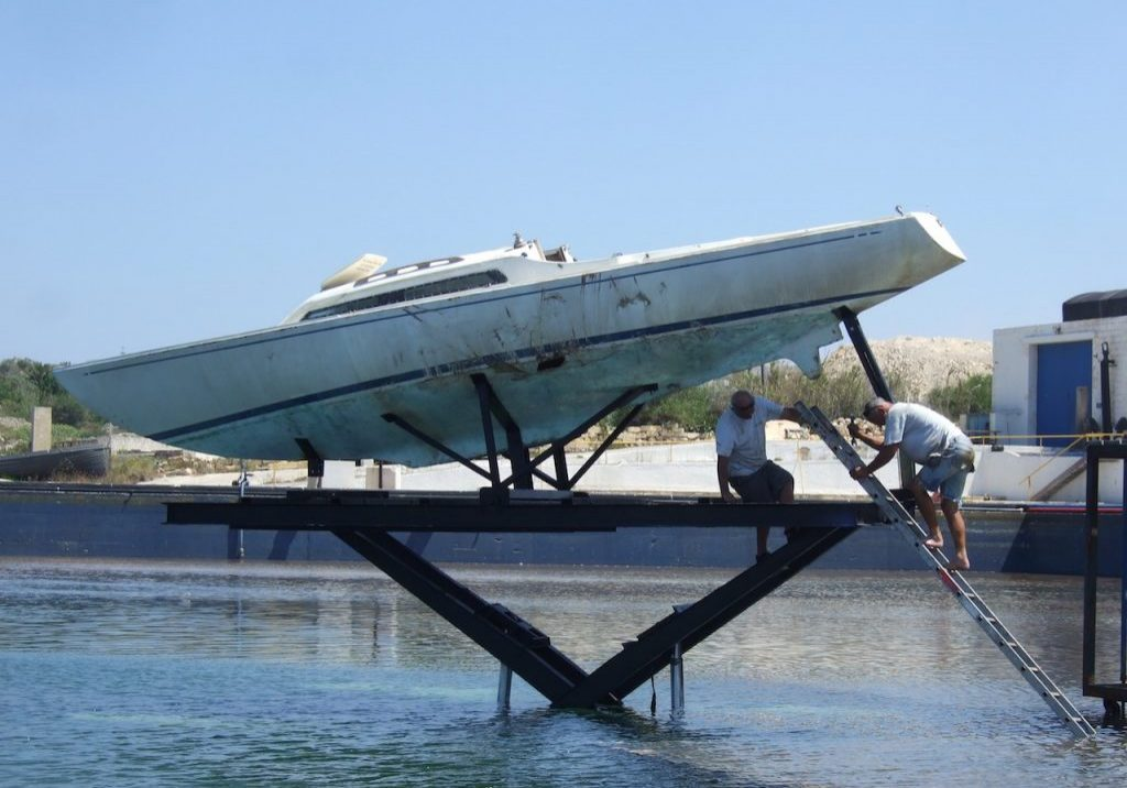 Sinking yacht rig